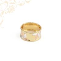 Extravagáns női arany gyűrű gyémántvésett mintával díszítve