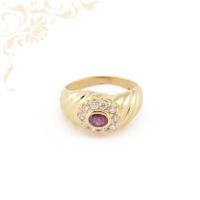 Női arany gyűrű rubinnal ékesítve