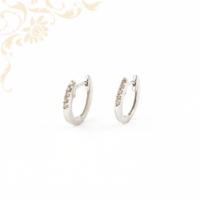 Gyémántokkal ékesített arany karika fülbevaló