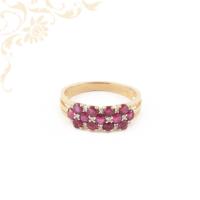 Exkluzív megjelenésű, rubinnal és gyémántokkal ékesített női arany gyűrű