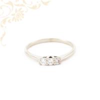 Szolid, elegáns, női köves arany gyűrű