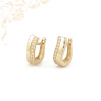Nagyon elegáns, gyémántvésett mintával és fehér színű cirkónia kövekkel díszített, női köves arany fülbevaló