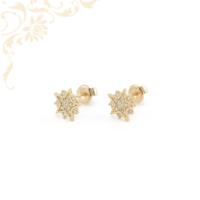 Hópehely formájú, csillogó fehér színű cirkónia kövekkel díszített, köves arany fülbevaló