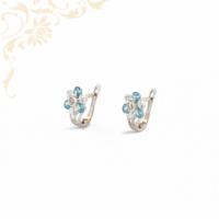Fehér színű cirkónia, gyönyörű kék színű szintetikus kövekkel díszített, gyermek arany fülbevaló.