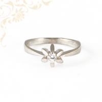 Eljegyzési gyűrű cirkónia kővel fehéraranyból
