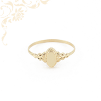 Kis súlyú, női arany pecsétgyűrű, gyémántvésett mintával díszítve.