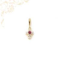 Kereszt arany medál, mályva színű szintetikus és fehér színű cirkónia kövekkel díszítve.
