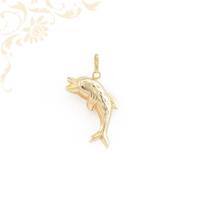 Delfint ábrázoló, üreges arany medál, gyémántvéséssel díszítve