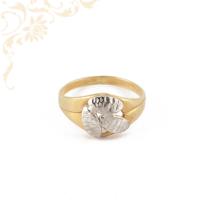 Nagyon szép női arany gyűrű, gyémántvésett mintával és ródium bevonattal díszítve.