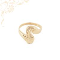 Nagyon dekoratív, női köves arany gyűrű, fehér színű cirkónia kövekkel díszítve