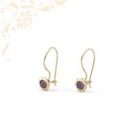 Lila színű szintetikus kővel díszített, női arany fülbevaló