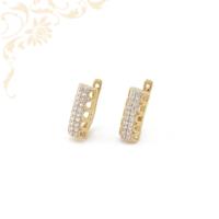 Áttört mintás, fehér színű cirkónia kövekkel és ródium bevonattal díszített arany fülbevaló.
