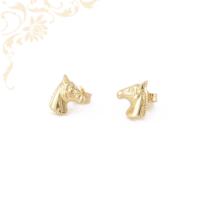 Lófejet ábrázoló arany fülbevaló.