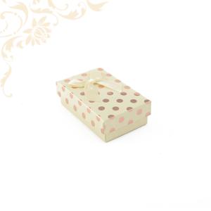 Krémszínű pöttyös papír ékszerdoboz masnival, kicsi szettes kivitelben, fülbevaló és gyűrű csomagolásához.