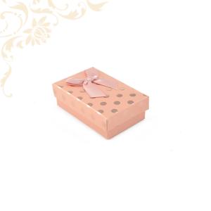 Rózsaszín pöttyös papír ékszerdoboz masnival, kicsi szettes kivitelben, fülbevaló és gyűrű csomagolásához.