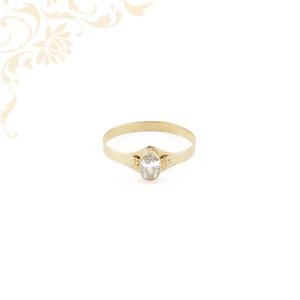 Kis súlyú, fehér színű szintetikus kővel ékesített, női köves arany gyűrű