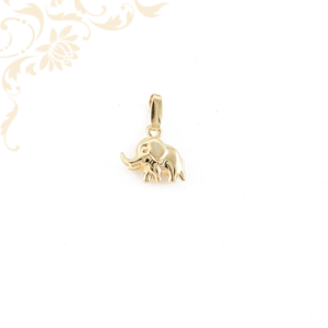 Elefántot ábrázoló arany medál