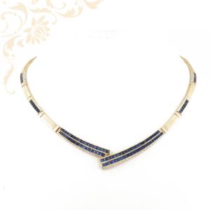 Női arany nyakék, kék színű szintetikus kövekkel ékesítve.