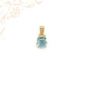 Kék színű kővel ékesített arany medál