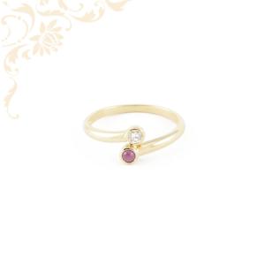 Rubinnal és gyémánttal ékesített női arany gyűrű