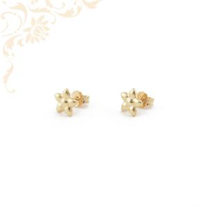 Virág formájú, stekkeres arany fülbevaló.