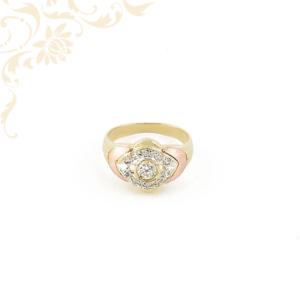 Exkluzív megjelenésű női köves arany gyűrű, fehér színű cirkónia kövekkel ékesítve