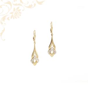 Kis súlyú, női lógós-csüngős arany fülbevaló, gyémántvésett mintával és ródium bevonattal díszítve