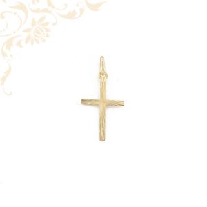 Gyémánvésett mintával díszített arany kereszt medál