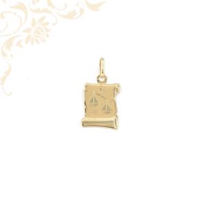 Pergamen alakú horoszkópos arany medál, melynek közepét gyémántvésett mérleg zodiákus jegy díszíti.