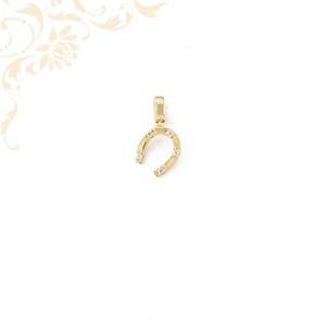 Arany patkó medál, fehér színű cirkónia kövekkel ékesítve