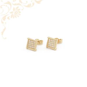 Csillogó, fehér színű cirkónia kövekkel díszített arany fülbevaló.