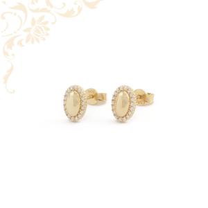 Nagyon dekoratív, stekkeres arany fülbevaló, fehér színű cirkónia kövekkel díszítve.