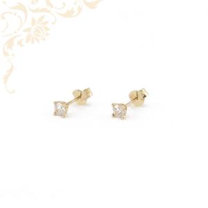 Fehér színű cirkónia kővel díszített arany fülbevaló.