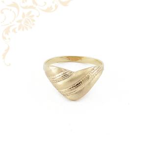 Kiszélesedő féjrészü női arany gyűrű