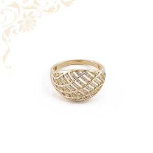 Rendkívül esztétikus női köves arany gyűrű