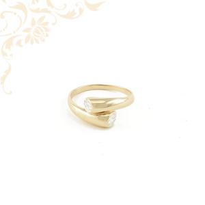Exkluzív megjelenésű női arany gyűrű, gyémántvésett mintával és ródium bevonattal díszítve.