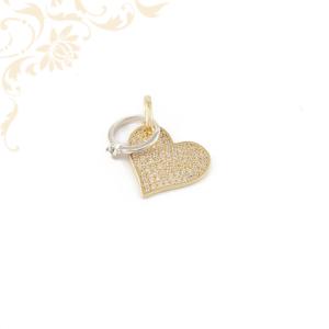 Női arany szív medál, egy kis fehéraranyból készült köves gyűrűvel