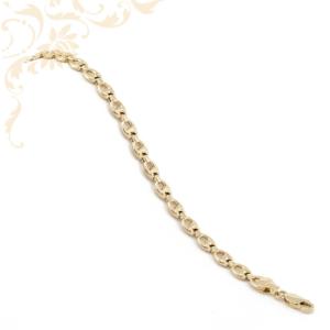 Nagyon mutatós és elegáns, női üreges arany karkötő.