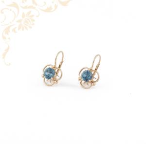 Kék színű szintetikus kővel díszített, női arany fülbevaló