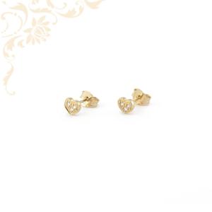 Szívecskés arany fülbevaló, fehér színű cirkónia kövekkel díszítve.