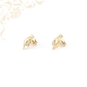 Kéz formájú arany fülbevaló fehér színű cirkónia kővel ékesítve.
