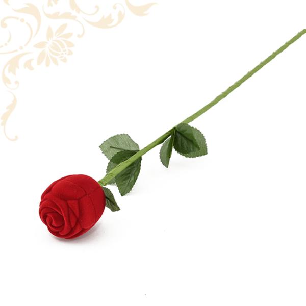 Rózsaszál piros gyűrűdoboz