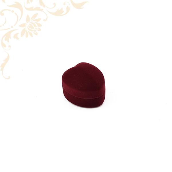 Bordó szív alakú gyűrű és fülbevalódoboz