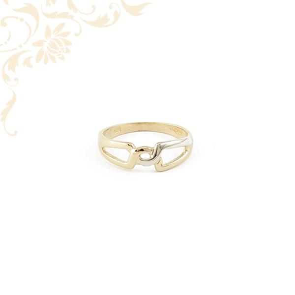 Áttört fejrészű női arany gyűrű ródium bevonattal díszítve.