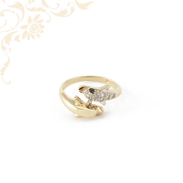 Delfinpárt ábrázoló női köves arany gyűrű