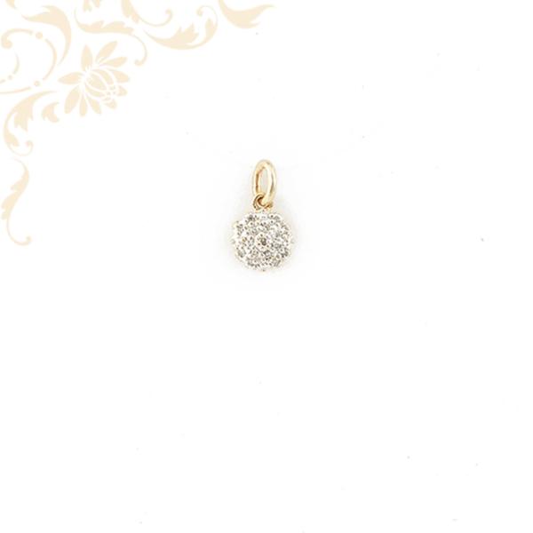 Virág formájú köves arany medál, fehér színű cirkónia kövekkel ékesítv