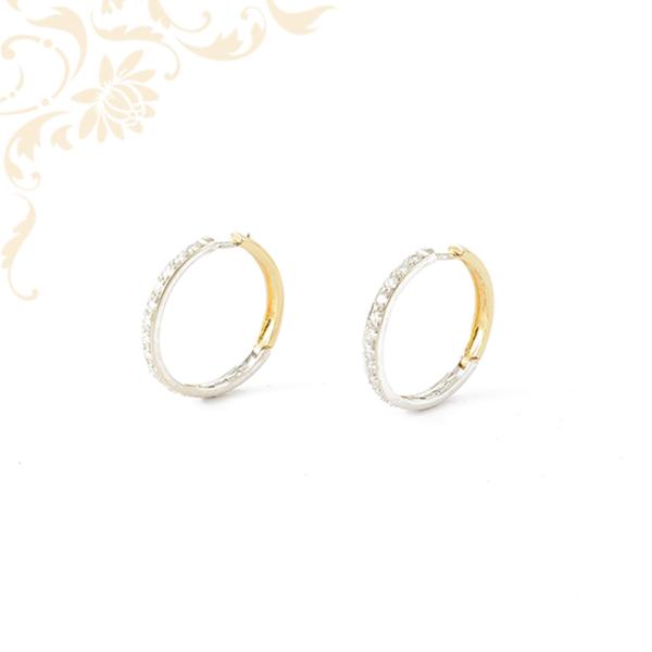 Női köves arany karika fülbevaló, fehér színű cirkónia kövekkel ékesítve