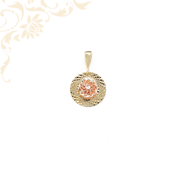 Gyémántvésett mintával díszített arany medál