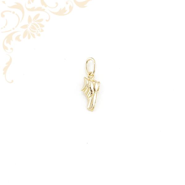Üreges, bakancs-cipő formájú arany medál