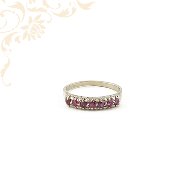Bíbor vörös színű rubin kövekkel ékesített női arany gyűrű